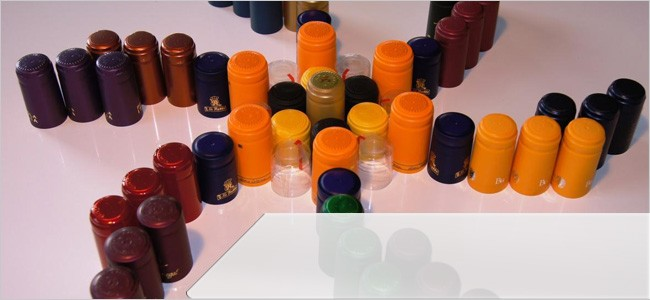 Small and large capsules for bottles and caps for demijohns, in any colour that you require